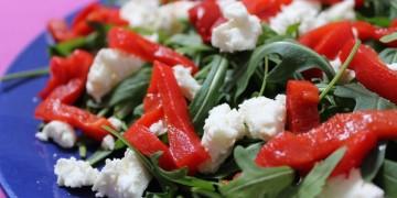 Salade van geitenkaas met geroosterde paprika
