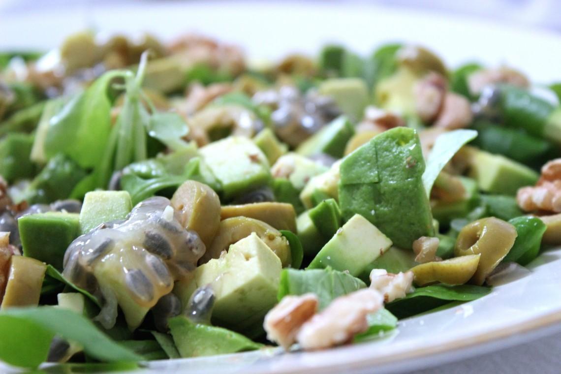 Salade met avocado en granadilla