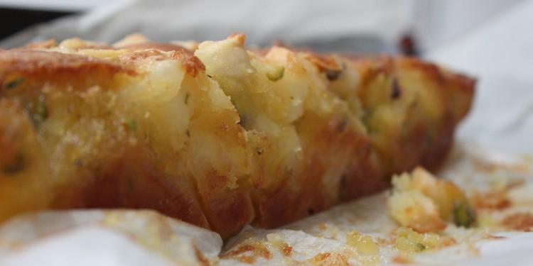 lactosevrije cake met peer en pistache