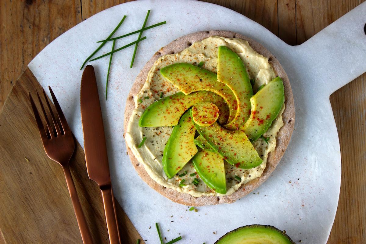 Glutenvrije pizza met avocado