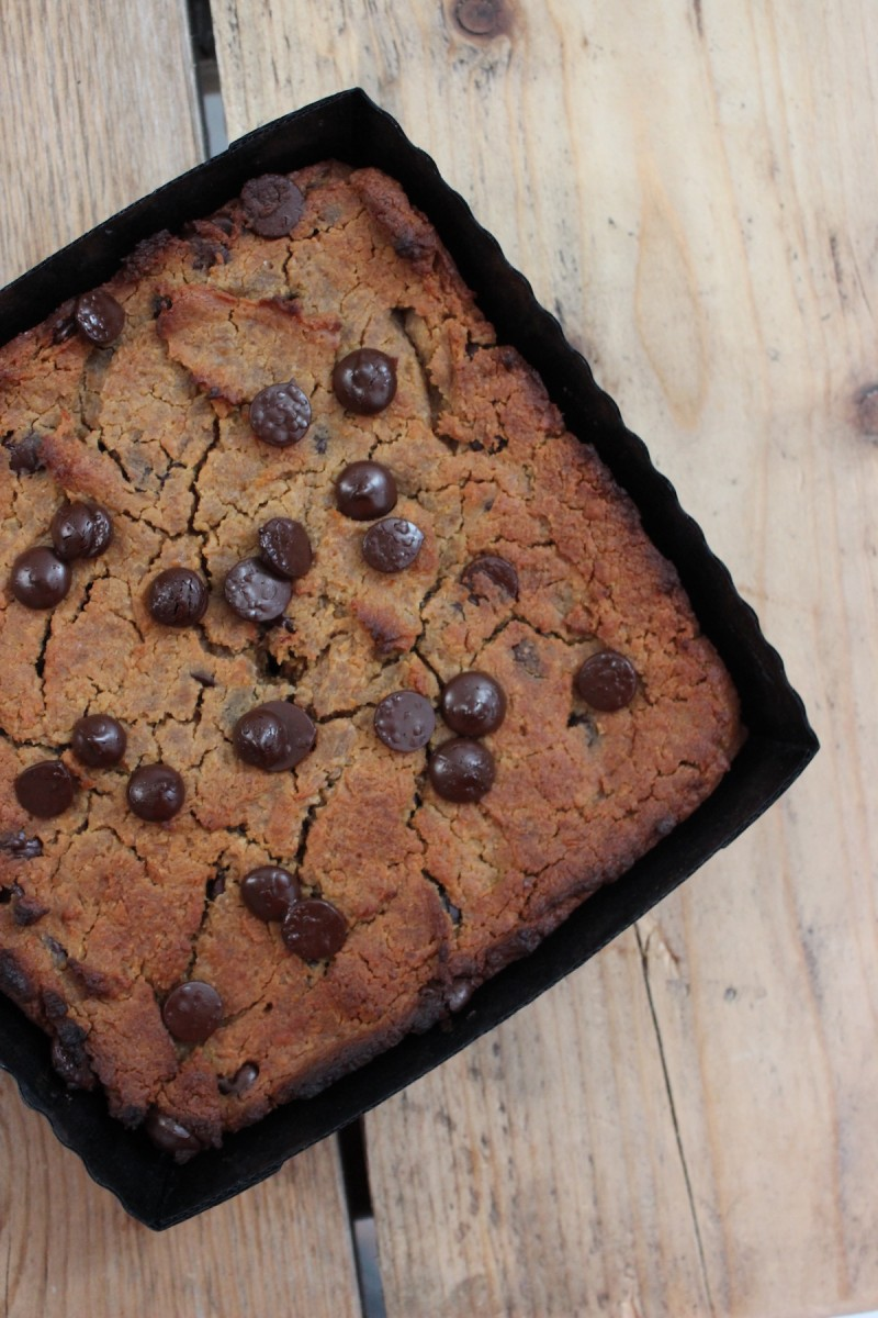 Blondies met kikkererwten